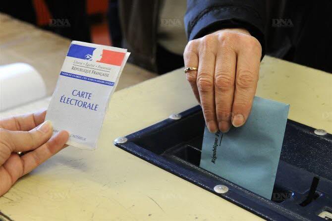 les-electeurs-de-metropole-hors-corse-vont-designer-1-671-conseillers-regionaux-photo-afp-1449355333
