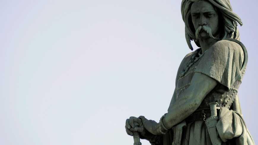 ©PHOTOPQR/L'EST REPUBLICAIN ; HISTOIRE - GALLO ROMAIN - ALESIA - VERCINGETORIX - CESAR - COTE D'OR - BOURGOGNE. Alise-Sainte-Reine 26 mars 2012. La statue colossale de Vercingétorix, emblème d'Alésia, fut érigée à la demande de Napoléon III non loin des vestiges de la ville gallo-romaine. PHOTO Alexandre MARCHI. (MaxPPP TagID: maxpeopleworld496052.jpg) [Photo via MaxPPP]